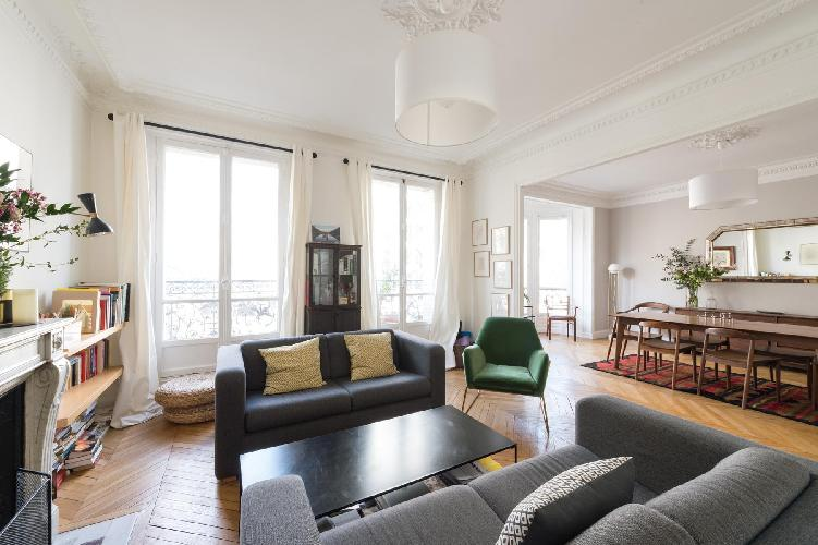 a cosy 3-bedroom Paris luxury apartment smartly designed and furnished with some very elegant design