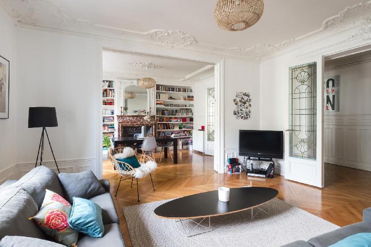 a striking 3-bedroomParis luxury apartment