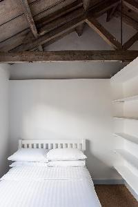 pristine bedsheets and pillows in London Ensor Mews luxury apartment
