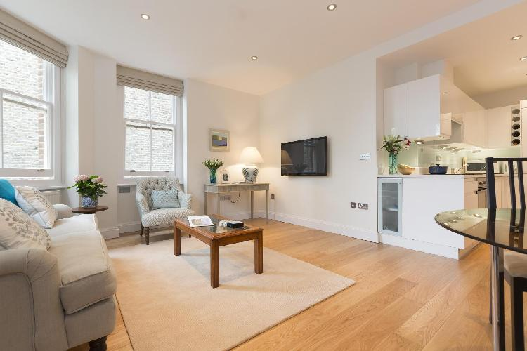sunny and airy living room of London Drayton Gardens III luxury apartment