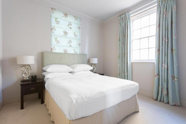 pretty bedroom of London Kensington Church Walk luxury apartment and holiday home