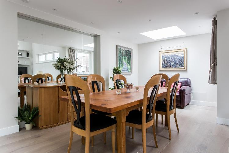 delightful dining room of London Thurloe Place Mews luxury apartment