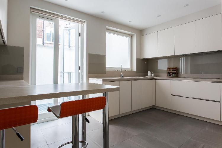 awesome kitchen of London Thurloe Place Mews luxury apartment