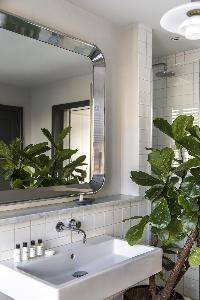 well-designed lavatory of London Albion Road luxury apartment