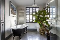 freestanding bathtub of London Albion Road luxury apartment