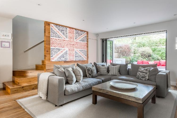 beautiful London Old Palace Lane luxury apartment and holiday home