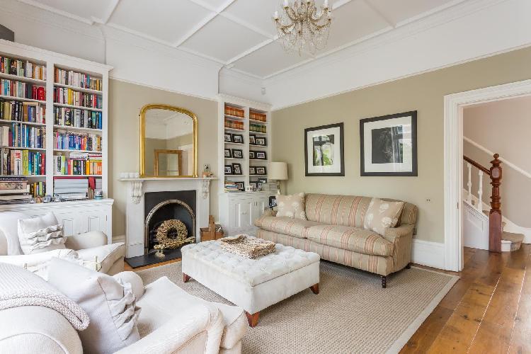 charming London Old Palace Lane luxury apartment