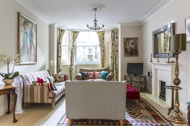 pretty parlor of London Sloane Gardens luxury apartment