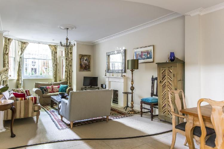 beautiful living room of London Sloane Gardens luxury apartment
