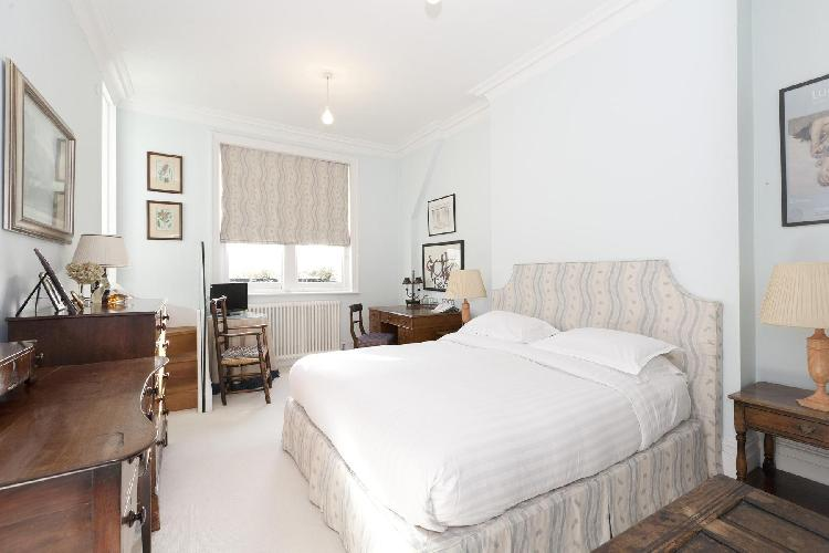 immaculate bedroom in London Gloucester Walk luxury apartment