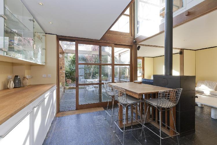 fully furnished London Orleston Mews luxury apartment