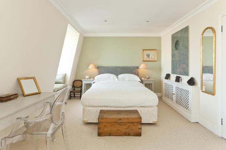 adorable bedroom of London Onslow Gardens I luxury apartment