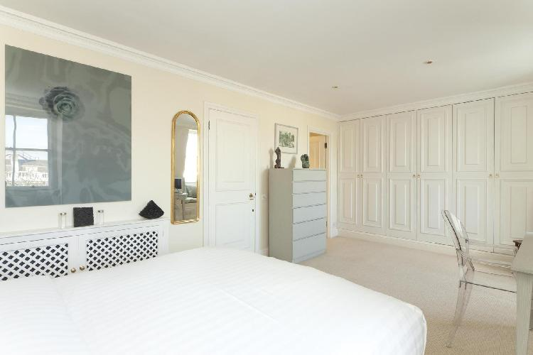 pretty bedroom of London Onslow Gardens I luxury apartment