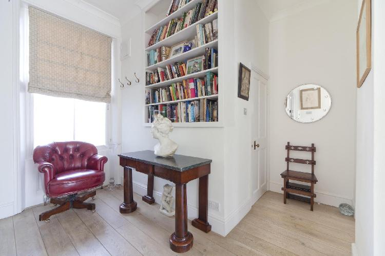 a beautiful magenta button-tufted chair in London Bassett Road IV luxury apartment