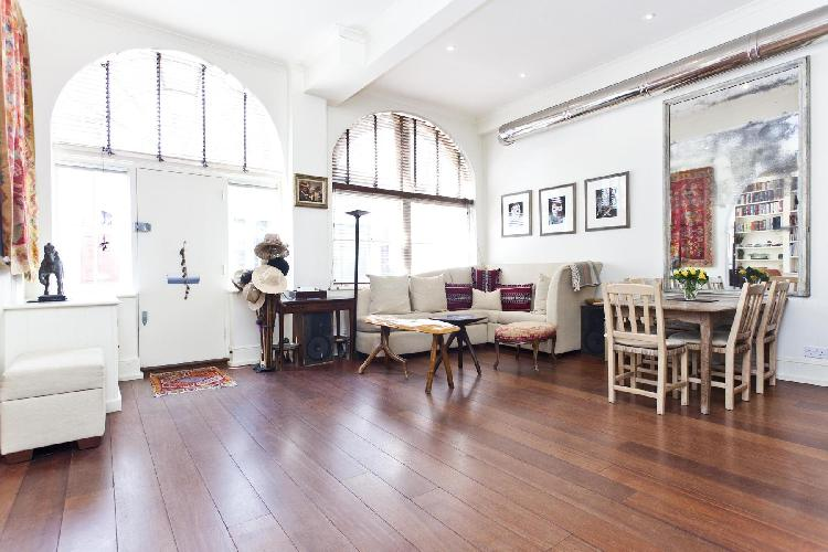 beautiful London Queen's Gate Mews luxury apartment and holiday home