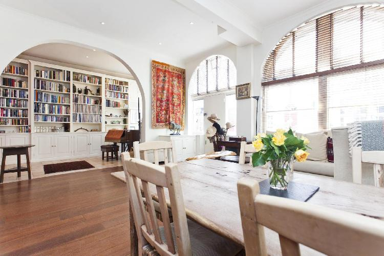 bright and breezy London Queen's Gate Mews luxury apartment