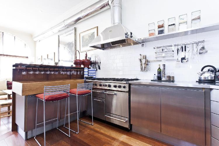 awesome kitchen and breakfast bar of London Queen's Gate Mews luxury apartment