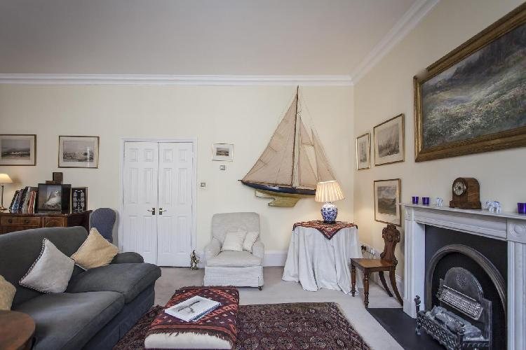 cozy South Ken London Elvaston Place luxury apartment near Gloucester Road tube station