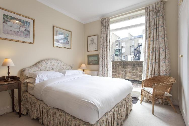 pretty and posh bedroom in London Elvaston Place luxury apartment