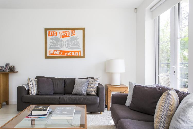 lovely London Melliss Avenue luxury apartment and holiday home