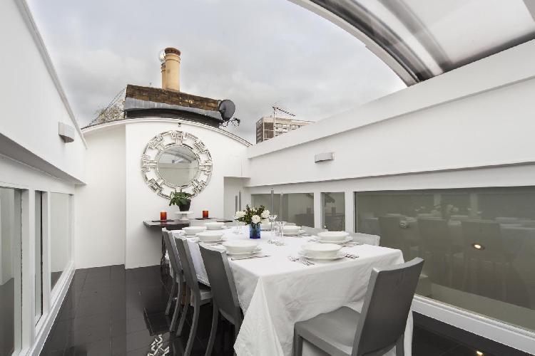 incredible dining room of London Ladbroke Road luxury apartment