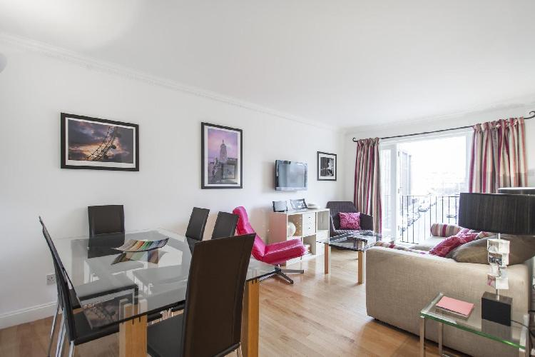 beautiful London Theed Street luxury apartment and holiday home