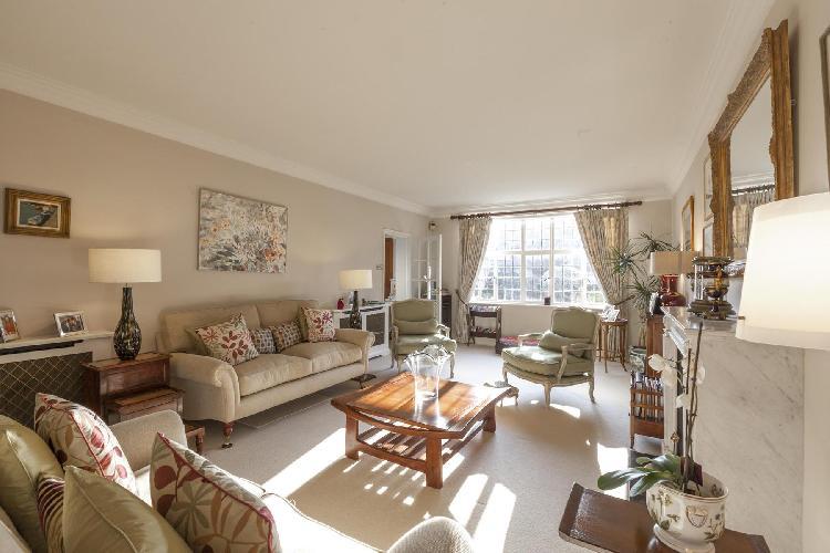 lovely London Inner Park Road luxury apartment and holiday home