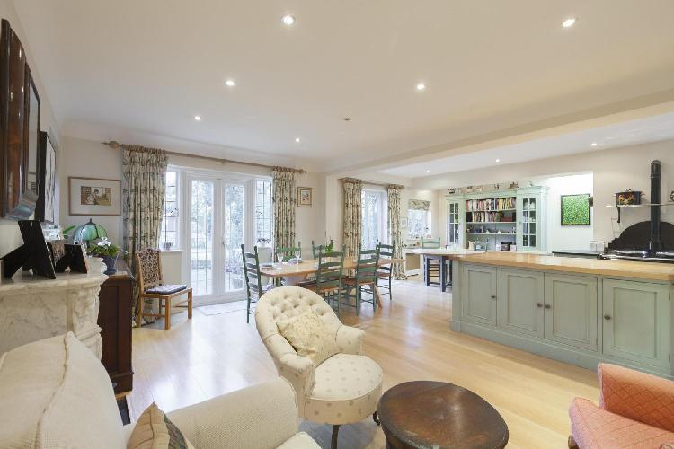 splendid open-plan living room of London Inner Park Road luxury apartment