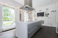 airy and sunny kitchen of London Alwyne Place luxury apartment