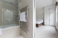 ensuite bathroom of London Alwyne Place luxury apartment