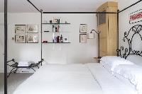 crisp bedroom linens in London Alwyne Place luxury apartment