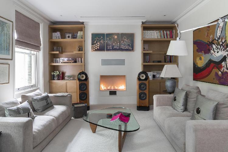 sitting room of London Alwyne Place luxury apartment