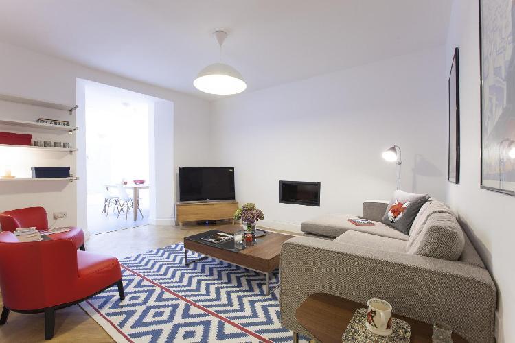 chic and cheerful London Ossington Street luxury apartment