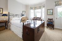 fully furnished London Winchendon Road luxury apartment