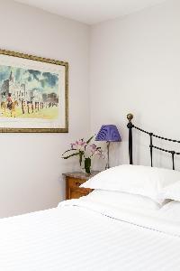 nice bedroom furnishings i London Winchendon Road luxury apartment