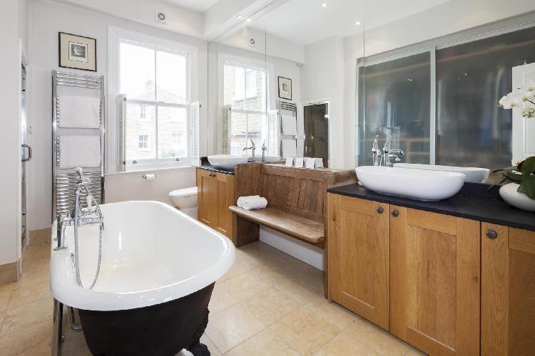 fabulous freestanding bathtub in London Winchendon Road luxury apartment
