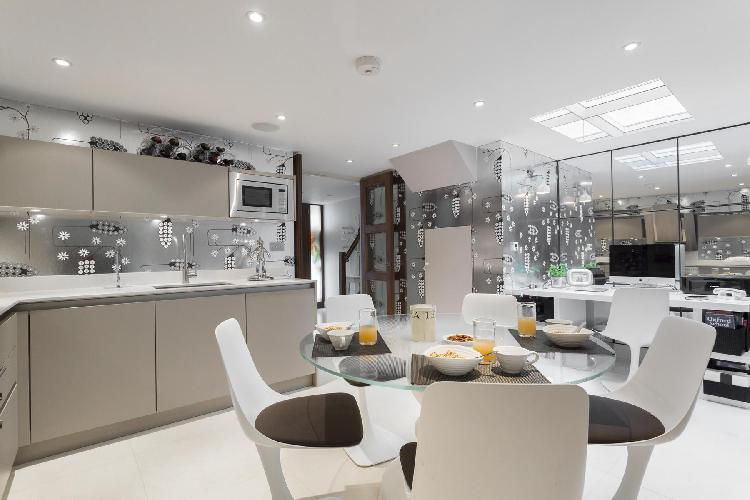 awesome London St Catherine's Mews luxury apartment and holiday home