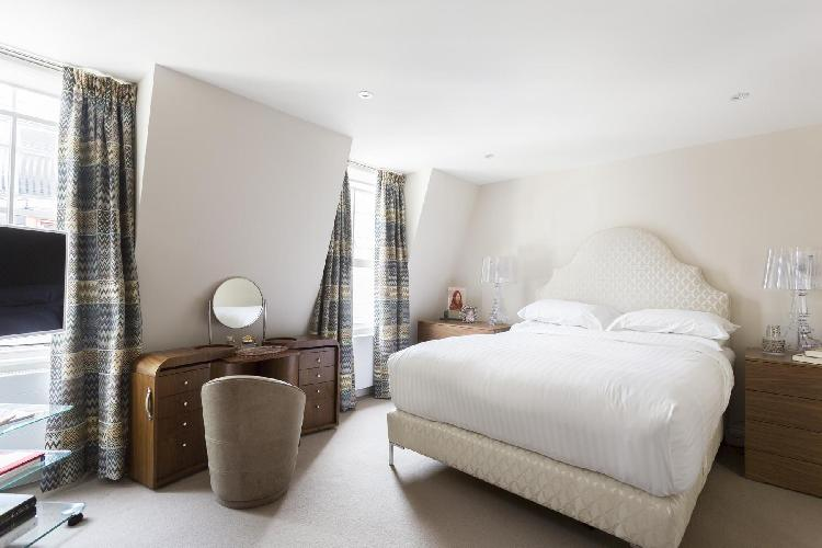 lovely bedroom in London St Catherine's Mews luxury apartment
