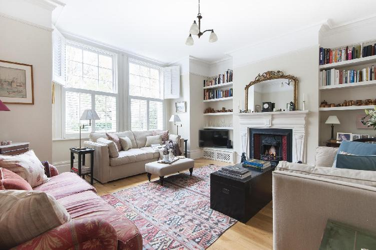 beautiful London Vicarage Gardens luxury apartment and holiday home