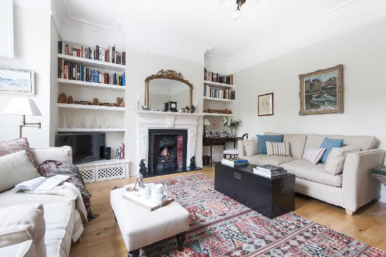 charming London Vicarage Gardens luxury apartment and vacation rental