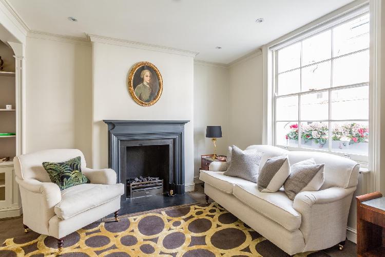 lovely London Kinnerton Street luxury apartment and vacation rental