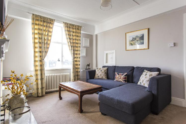 lovely London Sutton Lane North luxury apartment and holiday home