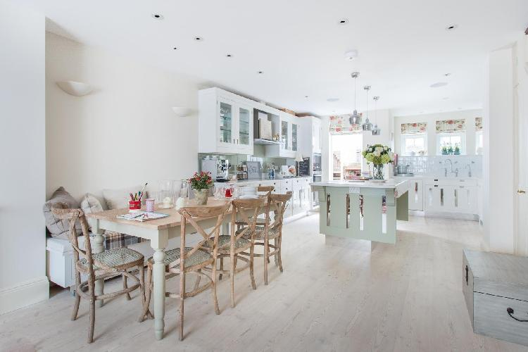 beautiful London Hillgate Place luxury apartment and vacation rental