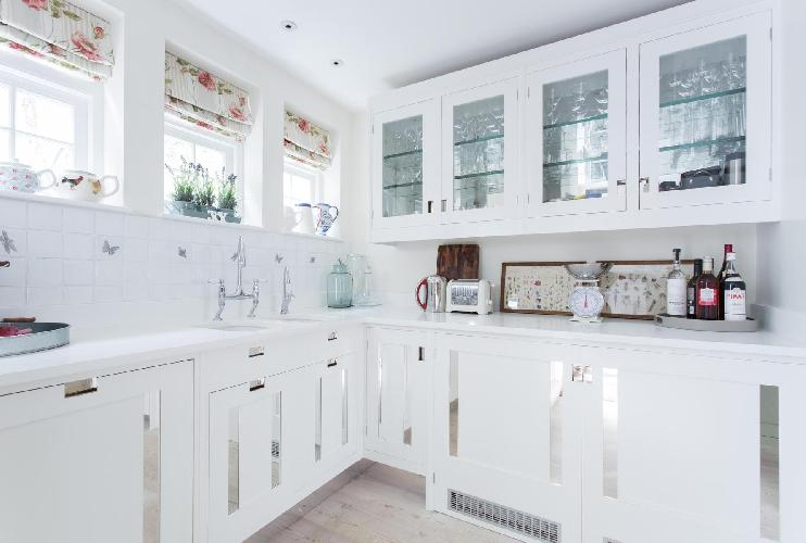 immaculate kitchen of London Hillgate Place luxury apartment