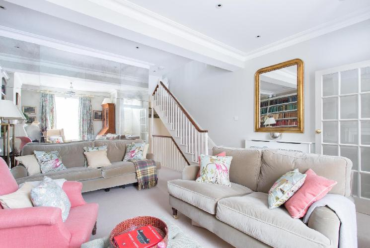 lovely parlor of London Hillgate Place luxury apartment and holiday home