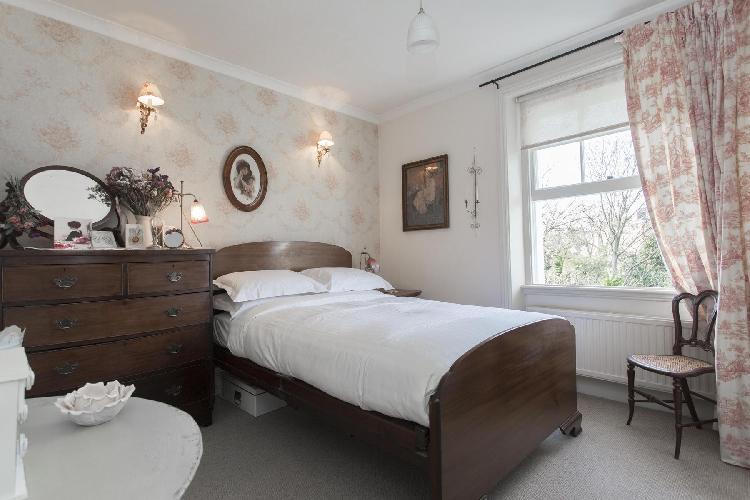 spacious London Parkhill Road luxury apartment