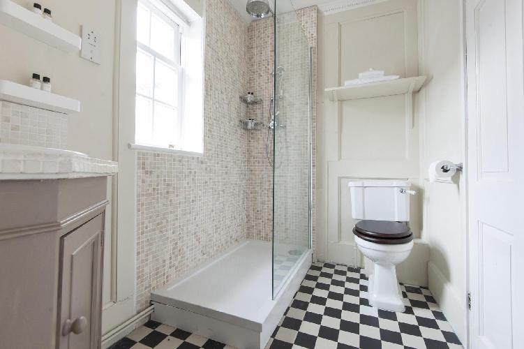 awesome bathroom in London Mount Square luxury apartment