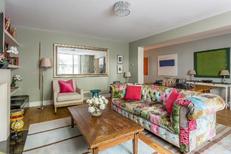 beautiful living room of London Queens Gardens III luxury apartment