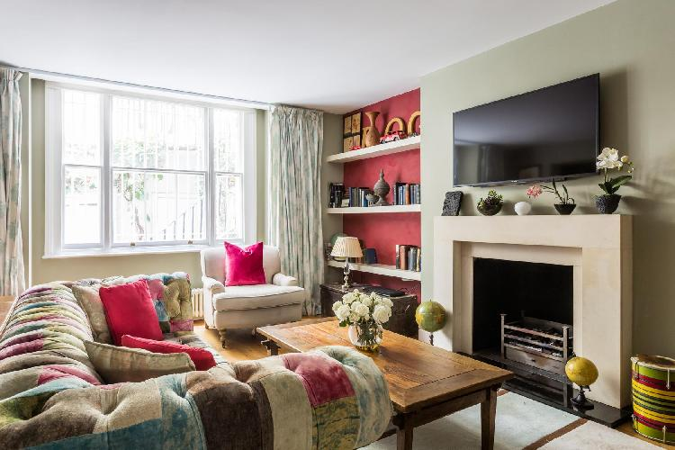 charming parlor of London Queens Gardens III luxury apartment