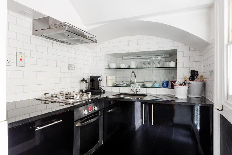 awesome kitchen of London Queens Gardens III luxury apartment